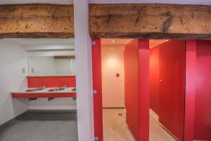 A bathroom at Old Mill Holiday Hostel