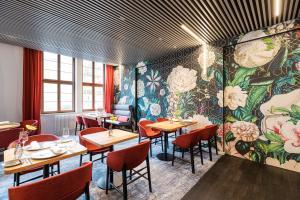 Ein Restaurant oder anderes Speiselokal in der Unterkunft Hotel & Restaurant Michaelis