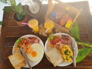 Breakfast options available to guests at Phuree Hut