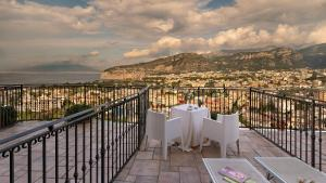 A balcony or terrace at Hotel Cristina
