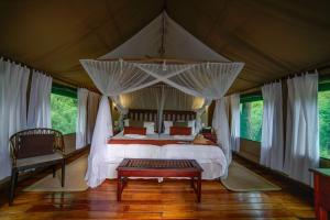A bed or beds in a room at Royal Tree Lodge