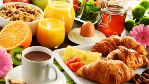 Breakfast options available to guests at Pebble Beach Hotel