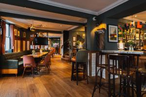A restaurant or other place to eat at Albert Arms