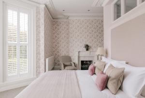 A bed or beds in a room at Tyndall Villa Boutique B&B
