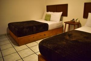 A bed or beds in a room at Cinco Hotel B&B
