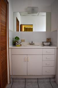A kitchen or kitchenette at Cinco Hotel B&B