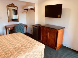 A television and/or entertainment center at Monterey Oceanside Inn