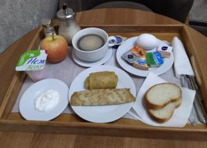 Breakfast options available to guests at Boutik Hotel Surgut
