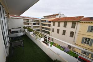 A balcony or terrace at Studios de Provence