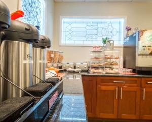 A kitchen or kitchenette at Clarion Hotel Park Avenue
