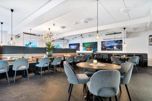 A restaurant or other place to eat at Sure Hotel by Best Western Harstad Narvik Airport