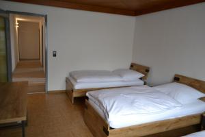 Ein Bett oder Betten in einem Zimmer der Unterkunft Ferienwohnung Krone