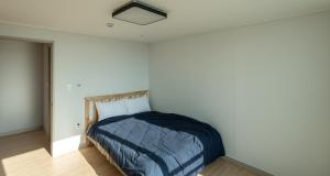 A bed or beds in a room at Biz House Apartment