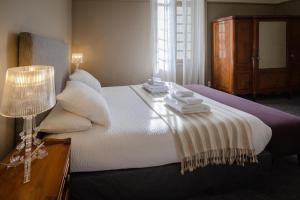 A bed or beds in a room at Domaine de Montboulard