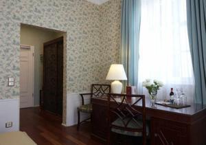 Ein Sitzbereich in der Unterkunft Hotel Snorrenburg GmbH