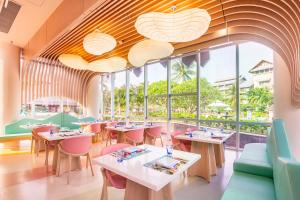 A restaurant or other place to eat at Hilton Sanya Yalong Bay Resort & Spa