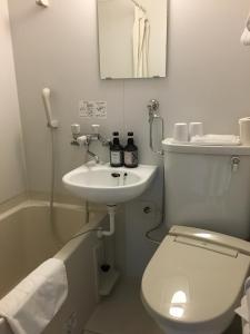 A bathroom at Daikokuya Ryokan