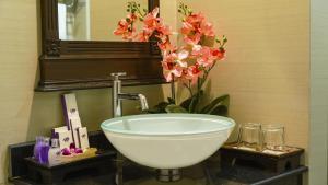 A bathroom at Aonang Orchid Resort