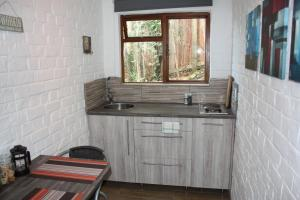 A kitchen or kitchenette at Cloverleigh Guest House