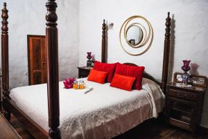 A bed or beds in a room at Casa Rural Tile