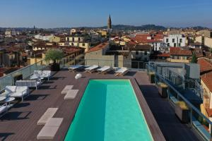 A view of the pool at Hotel Glance In Florence or nearby