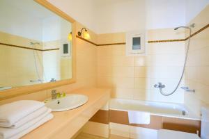 A bathroom at Maganos Apartments