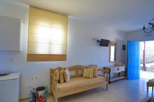 A seating area at Maganos Apartments