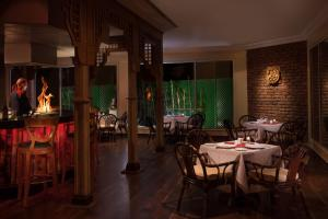 A restaurant or other place to eat at Jolie Ville Resort & Spa Kings Island Luxor