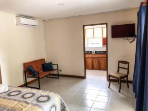 Una televisión o centro de entretenimiento en La Casa de Cariari Al Golf
