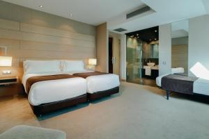 Een bed of bedden in een kamer bij Hesperia Bilbao
