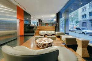 El vestíbulo o zona de recepción de Hesperia Bilbao