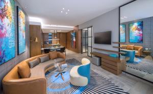 A seating area at Andaz by Hyatt – Palm Jumeirah Residences