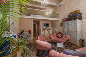 A seating area at Valletta Lucente Guest House