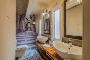 A bathroom at Valletta Lucente Guest House