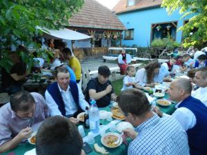 A family staying at Csipkeszeg Bed & Breakfast Sic / Szék Romania