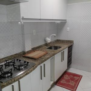 A kitchen or kitchenette at Casa com piscina