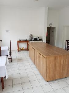 A kitchen or kitchenette at Pousada Barao