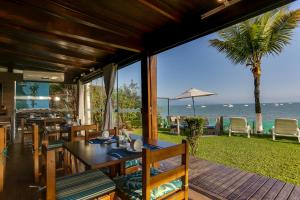 A restaurant or other place to eat at Hotel Sete Ilhas