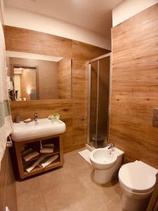 A bathroom at Hotel Smeraldo