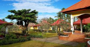 Сад в Luxor Resort and Restaurant