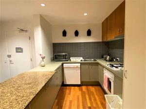 A kitchen or kitchenette at Corporate Stayz on Little Collins