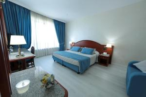 A bed or beds in a room at Edra Palace Hotel