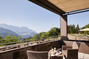 Een balkon of terras bij Kempinski Hotel Berchtesgaden