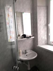 Ein Badezimmer in der Unterkunft Pension Mois