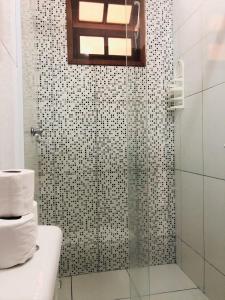 A bathroom at Pousada Mar Azul