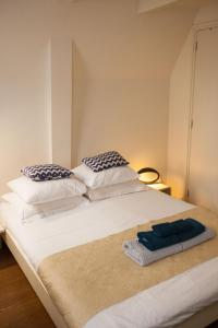 A bed or beds in a room at Kuwadro B&B Amsterdam Jordaan