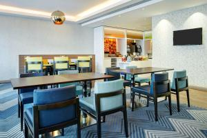 A restaurant or other place to eat at Hampton by Hilton Glasgow Central