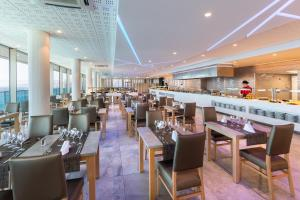 A restaurant or other place to eat at Hotel Best Semiramis