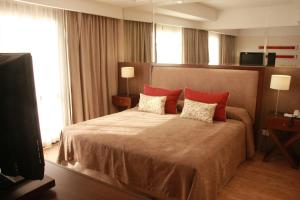 A bed or beds in a room at Grand King Hotel