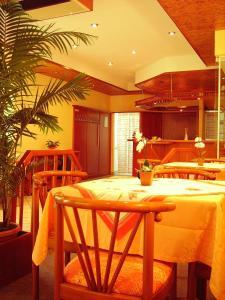Hotel Siegmar im Geschäftshaus tesisinde bir restoran veya yemek mekanı